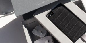 Custom iPhones: Connexion d'Art personalises your mobile with leather covers crafted from rare skins
