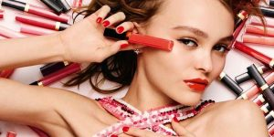 New lip gloss by Chanel: Lily-Rose Depp is the face of the new Rouge Coco Gloss by the French luxury brand